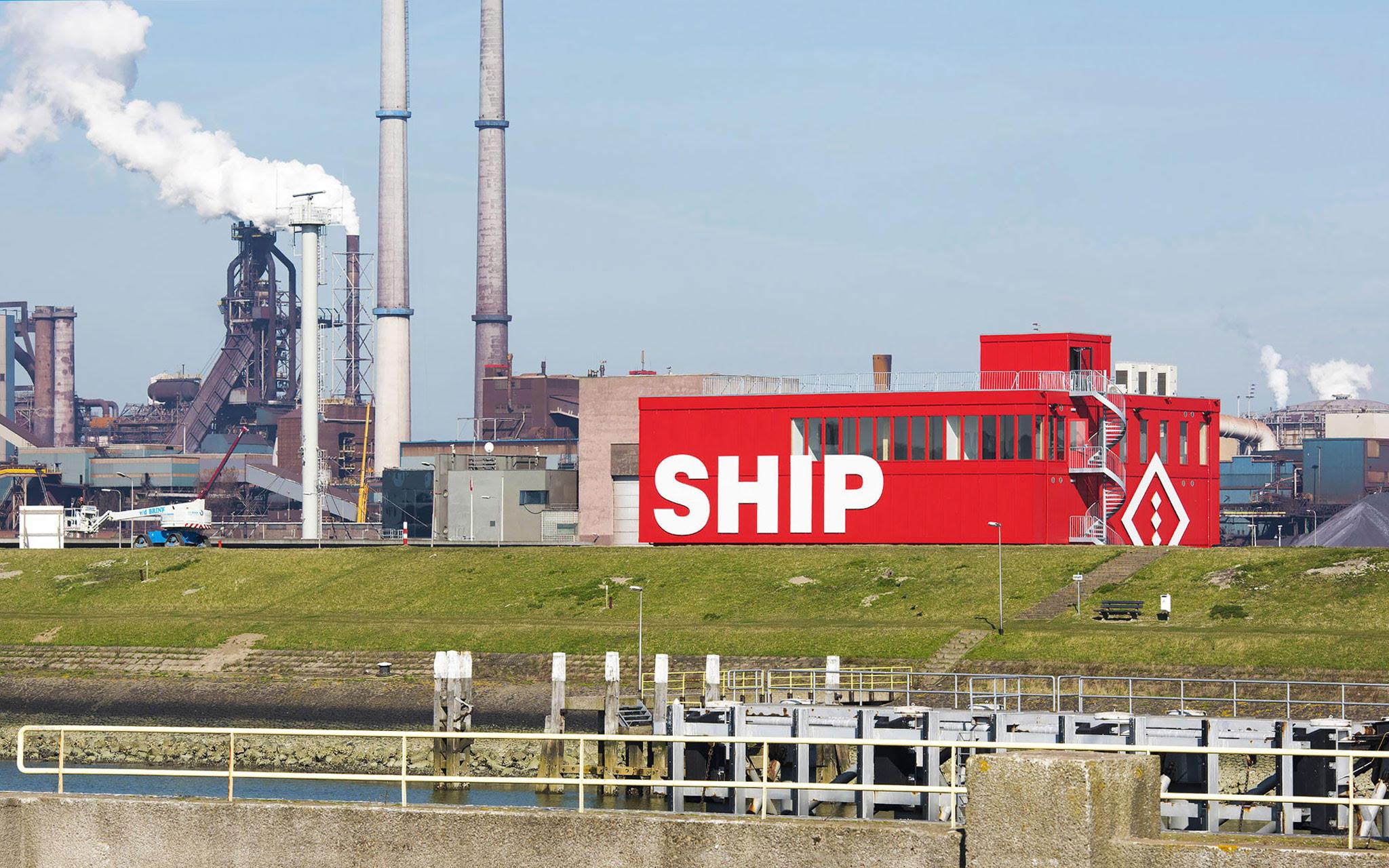 SHIP foto rode gebouw in IJmuiden