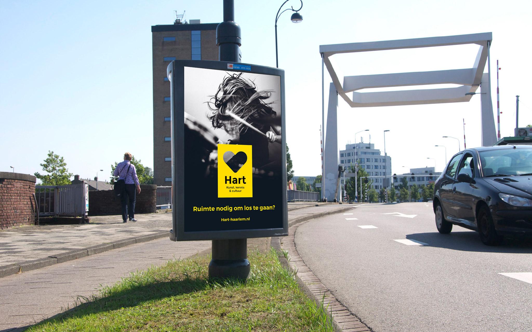 Hart poster langs de weg in Haarlem