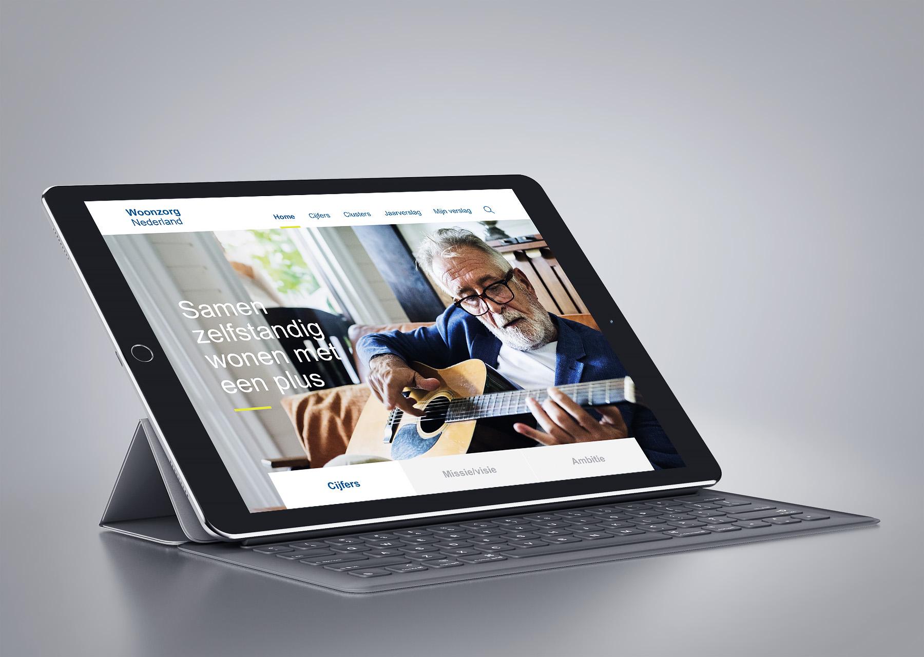 Woonzorg Nederland jaarverslag in tablet mockup